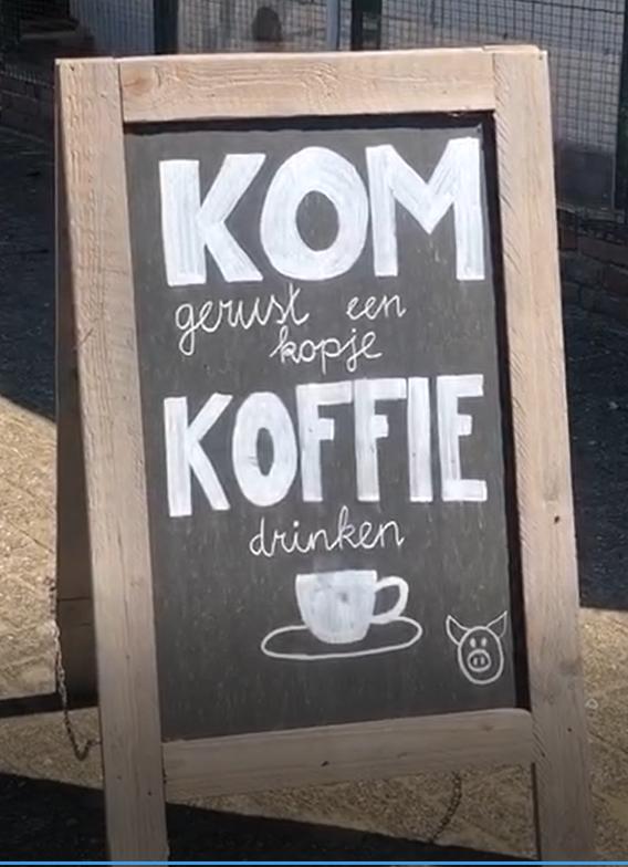 krijtbord met tekst koffie
